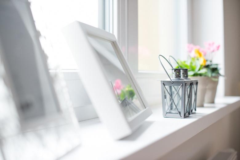 Hyvä sisäilma ja vaalea kuva tauluista ja kasveista