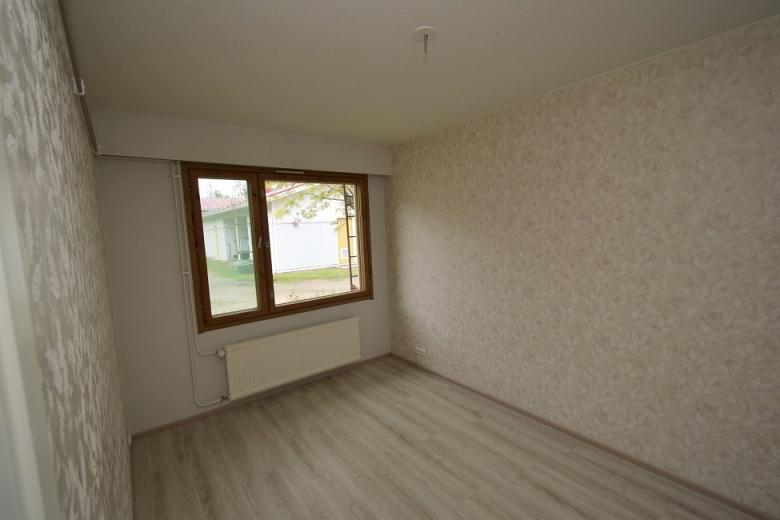 Kuva kiinteistön makuuhuoneesta